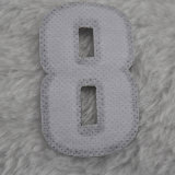 洗濯できる番号を付けられた衣類のラベルは子供の衣服のためのサイズの札に着せる