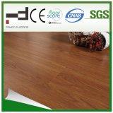 la noix sauvage de fini 12mm en cristal de 8mm a ciré le plancher en stratifié de HDF pour l'usage de famille avec la meilleure qualité