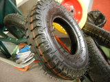 一輪車およびツールのカートのためのPenumatizedの車輪