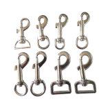 黒い金属犬の鎖の旋回装置のつりフック