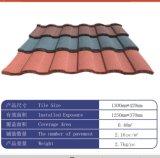 Type tuile de bardeau de toit enduite en métal de pierre de matériau de construction