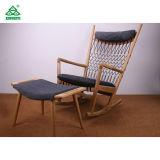 단단한 나무 직물 방석을%s 가진 나무로 되는 라운지용 의자를 흔드는 유일한 Retro 작풍