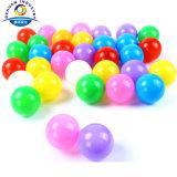 [بّ] كرة بلاستيكيّة مجوّفة لأنّ أطفال