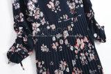 um vestido Chiffon floral plissado das senhoras