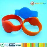 Wristband del caucho de silicón de la aduana NFC NTAG213 RFID para los centros turísticos del hotel