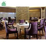 バーガンディアーム椅子を食事する紫色ファブリックホテルのレストランの家具の純木