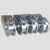 Moto d'usinage de la partie avec l'aluminium // le matériel en acier inoxydable en laiton
