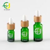 Le vert bouteille en verre avec compte-gouttes de bambou