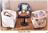 Hölzerner Kaffeetisch mit unterschiedlicher Art und Material mit Freizeit-Sofa