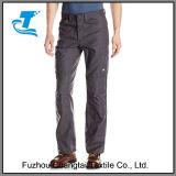 Il doppio ginocchio degli uomini Nessun-Graffia i pantaloni del negozio