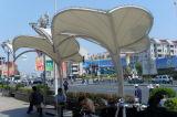 Садовой мебелью из PTFE мембраны на крыше зонтиками от солнца