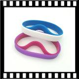 L'evento all'ingrosso mette in mostra il braccialetto del Wristband del silicone stampato marchio su ordinazione del partito