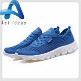 Le calzature all'ingrosso personalizzano gli uomini di sport ed i pattini casuali delle scarpe da tennis delle donne