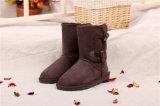 Ботинки снежка овчины зимы женщин в шоколаде