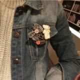 Wit draag de Met de hand gemaakte Knoop Marineblauw Jean Round Large Brooches van de Boog