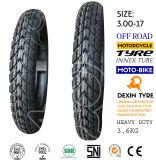 La motocicleta parte el neumático de la motocicleta del neumático de la motocicleta de la moto de los dientes 3.00-17 del camino