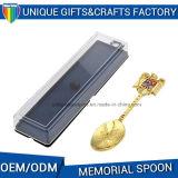 Cuchara grabada por encargo del recuerdo del metal de la insignia con el rectángulo de regalo