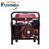 Main mettant en marche le générateur Fh6500e d'essence de 230V 5kw