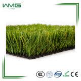 Tappeto erboso mediano dell'erba della via elegante di forma di v