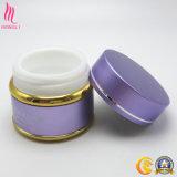 Contenedor de crema cosmética decorativa vacía