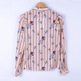 Ворот женщин вскользь длинними сплетенный втулками основной с Собственн-Связывает современную рубашку флористической печати