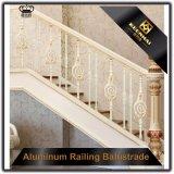 Asta della ringhiera di alluminio dell'interno dell'inferriata della scala per la scala ed il balcone