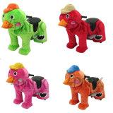 쇼핑 센터에 있는 동물을 타는 장난감에 탐