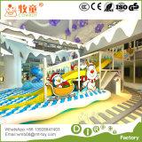 Campo de jogos interno com corrediça e Trampoline