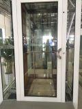 Pequeño elevador casero con la puerta automática de la mano de la puerta
