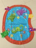 O parque de diversões crianças jogar água tapete insufláveis