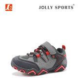 子供の男の子の女の子の靴を実行する慰めの方法スポーツ