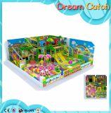 Equipamento interno residencial do campo de jogos dos miúdos os mais novos para a venda