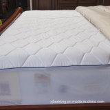 キルトにされたメモリ泡のベッドのマットレスのカバー