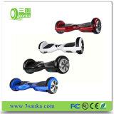新式の電気情報処理機能をもった2つの車輪の電気計量器のスクーター