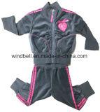きれいな蝶きらめきプリントを持つ女の赤ちゃんのためのビロードのスーツ