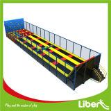 Caminhada de salto de trampolim retangular longa para crianças pequenas