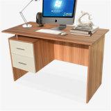 2つの引出しが付いている安い木の事務机のコンピュータの机