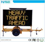 Sinal de tráfego dos Vms com placa de indicador do diodo emissor de luz