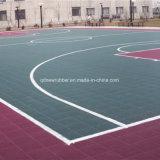 Campo da pallacanestro pp che collega le mattonelle di pavimento