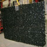 Carrelage en pierre émeraude Granite vert pour comptoir / Bassins / Étagère / étagère / étagère / étagère d'angle