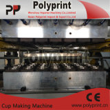 Schnellimbiss-Gaststätte-Cup, das Maschine herstellt