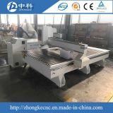 Hölzerne Tür, die CNC-Gravierfräsmaschine herstellt