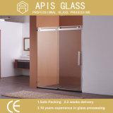 O vidro temperado /Porta de vidro interior para 10m2 de duche com orifícios e bordas polidas