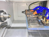 Máquina CNC automática con el eje motor