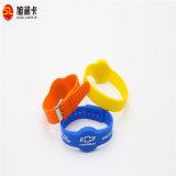 Wristband do preço do competidor RFID Silocone com a microplaqueta