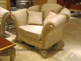 La mano di legno solido 0066 ha intagliato il sofà classico laccato del tessuto di colore bianco fresco del Matt