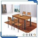Tabela de madeira ajustada e cadeiras do MDF da tabela ao ar livre da loja do café ajustadas
