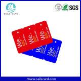 O cartão plástico pré-imprimido do PVC com entalhe cortou