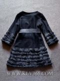 La nuova lana di inverno delle donne eleganti ricopre il rivestimento