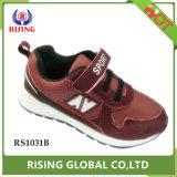 De Nieuwe Schoenen van uitstekende kwaliteit van de Sporten van de Jongen van het Ontwerp met Magische Gesp